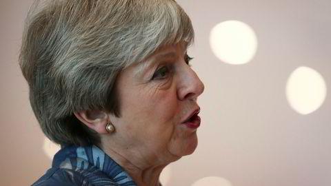 Storbritannias statsminister Theresa May utsetter viktig brexit-avstemming.