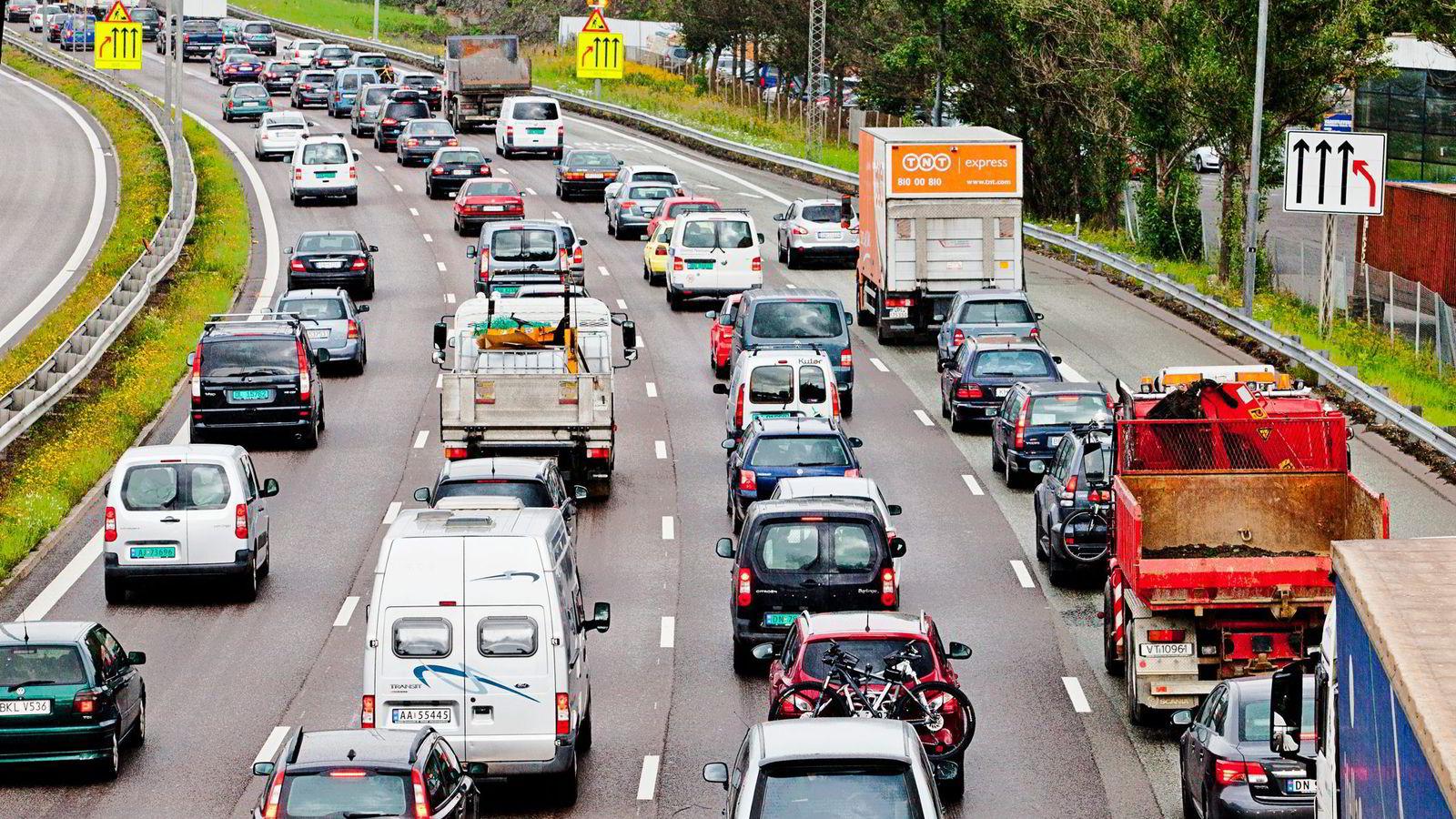 Tilgang til kollektivfelt er ikke like viktig for elbil-kjøperne som fritak for moms- og engangsavgift.                Foto: Javad M. Parsa