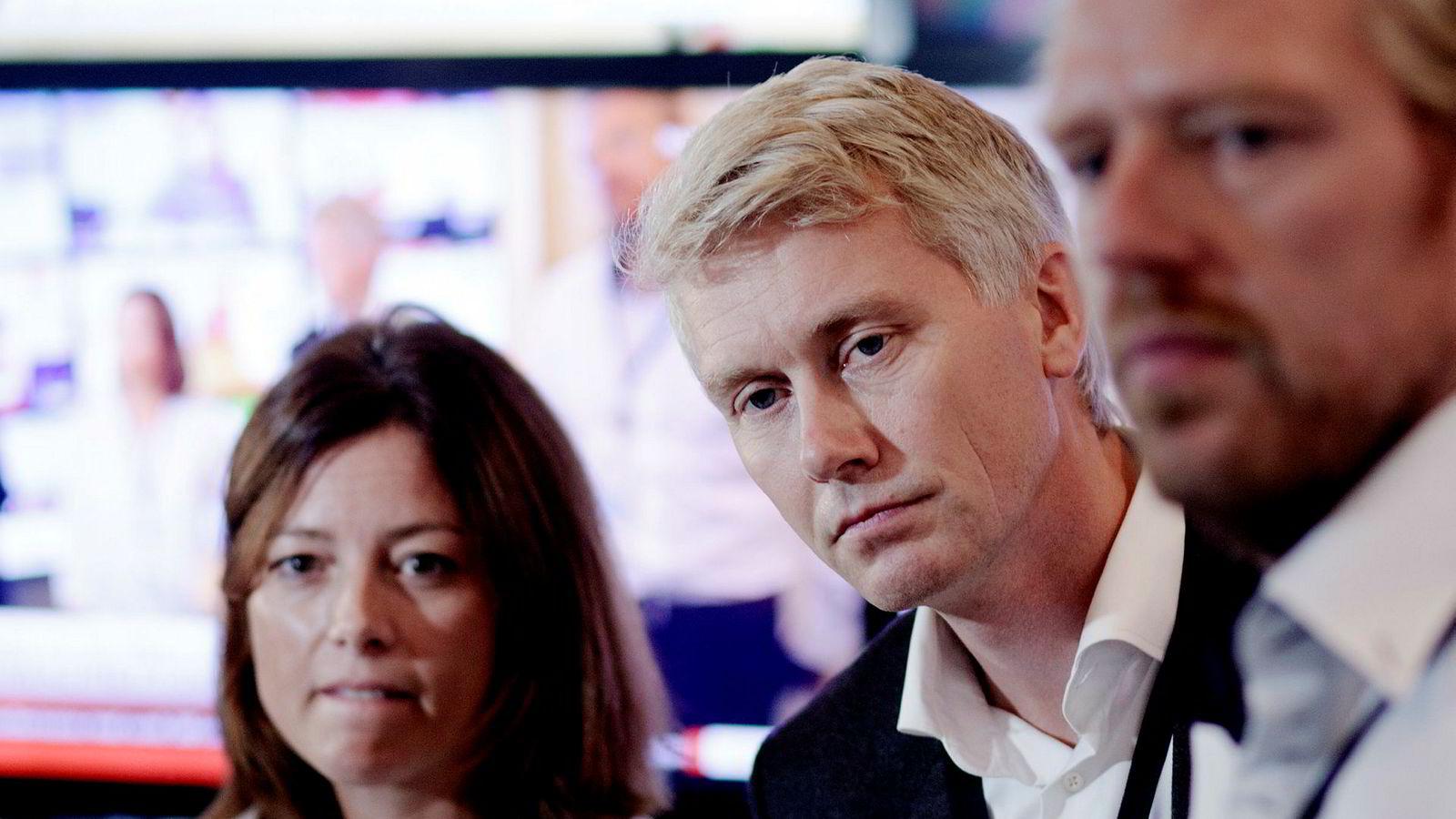 TV 2 stiller med organisasjons- og kommunikasjonsdirektør Sarah Willand (fra venstre), TV 2-sjef Olav T. Sandnes og nyhets- og sportsredaktør Jan Ove Årsæther i møte med Norsk Journalistlag mandag.