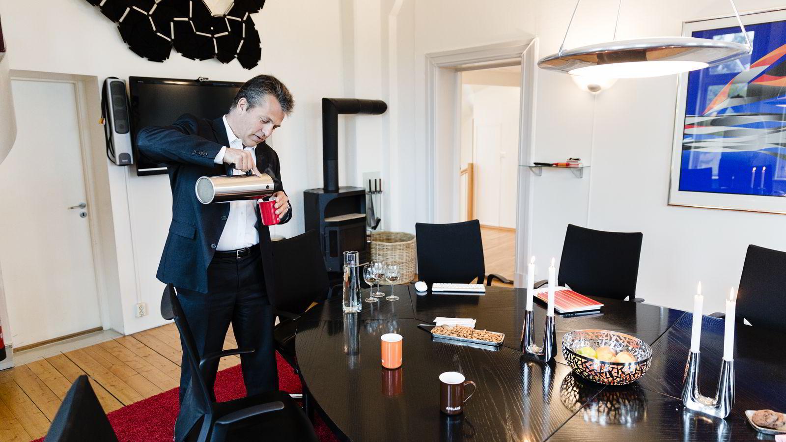 Ole Christian Apeland måler norske selskapers omdømme.