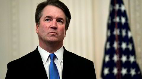 Nye avsløringer om høyesterettsdommer Brett Kavanaugh skaper ny politisk storm i USA.