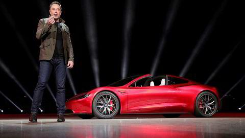 I 2017 viste Elon Musk andre generasjon av sportsbilen Roadster. Denne skal få «Plaid Mode», som altså er raskere enn «latterlig».