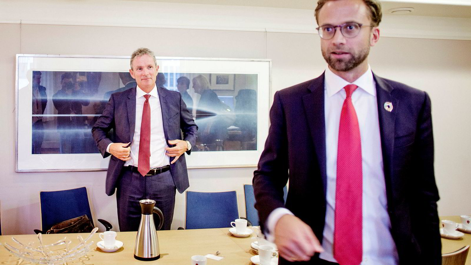 Den ferske Norfund-sjefen Tellef Thorleifsson (til venstre) rakk en prat med utviklingsminister Nikolai Astrup (H) før stortingsåpningen tirsdag forrige uke.