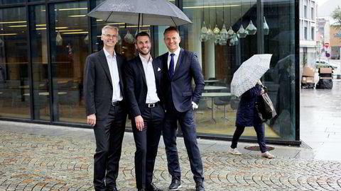 Påtroppende NHH-rektor Øystein Thøgersen (fra venstre), Stacc-gründer Henrik Lie-Nielsen og konsernsjef Jan Erik Kjerpeseth i Sparebanken Vest er med i styringsgruppen når fintech-miljøet i Bergen samles under én paraply, kalt Finance Innovation. Foto: Silje Katrine Robinson