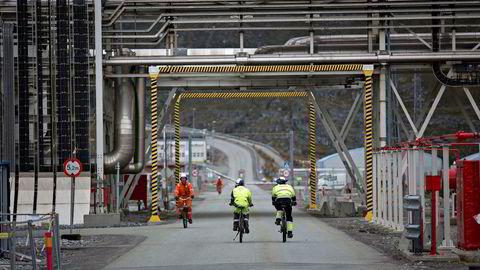 Børsens største selskap, Statoil, ligger i en stigende trendkanal på mellomlang sikt. Her fra Statoils anlegg Snøhvit ved Hammerfest.