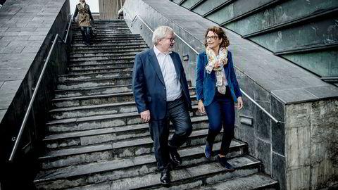 Administrerende direktør Tone Wille i Posten sammen med konserndirektør, Tore K. Nilsen.