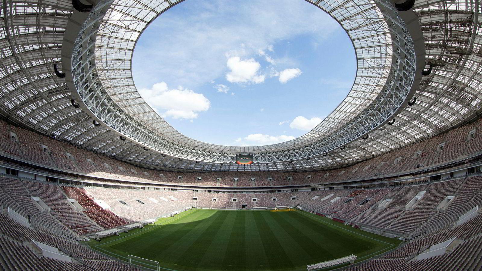 På denne stadion sparker vertsnasjonen Russland og motstander Saudi-Arabia i gang fotball-VM torsdag klokken 17:00 neste uke.