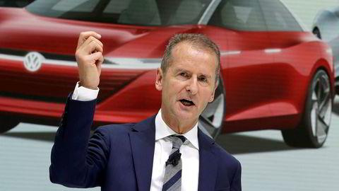 Nåværende konsernsjef i Volkswagen, Herbert Diess, er sammen med to andre VW-topper tiltalt av tyske myndigheter. Her fra august 2018 under en pressekonferanse i Wolfsburg.