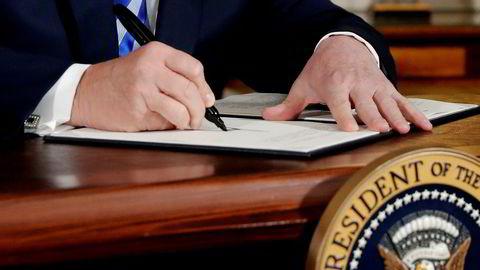 President Donald Trump, som nå har bestemt at USA skal ut av atomavtalen kaller den «verdens dårligste avtale». Tidligere denne måneden signerte Trump en proklamasjon som erklærer at han har til hensikt å trekke seg fra Irans kjernekonvensjon.