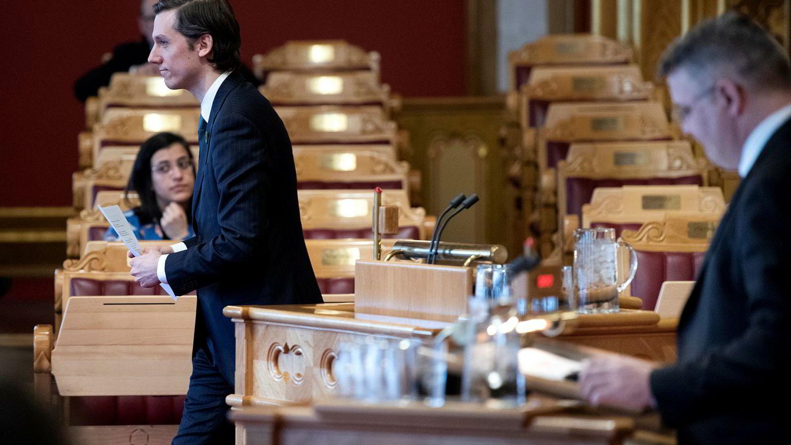 Vararepresentant Kristoffer Robin Haug fra Miljøpartiet De Grønne tok opp oljebekymring på Kangaroo Island og ville at olje- og energiminister Kjell-Børge Freiberg skal be Equinor holde seg unna.
