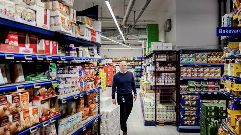 Jan Frode Johansen, direktør for Rema Franchise Norge as, har sagt opp sin stilling. Her fotografert i Rema-butikken på Ensjø ved en tidligere anledning.