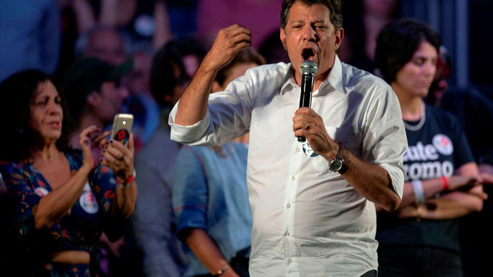 Fernando Haddad knapper inn på høyreorienterte Jair Bolsonaro.