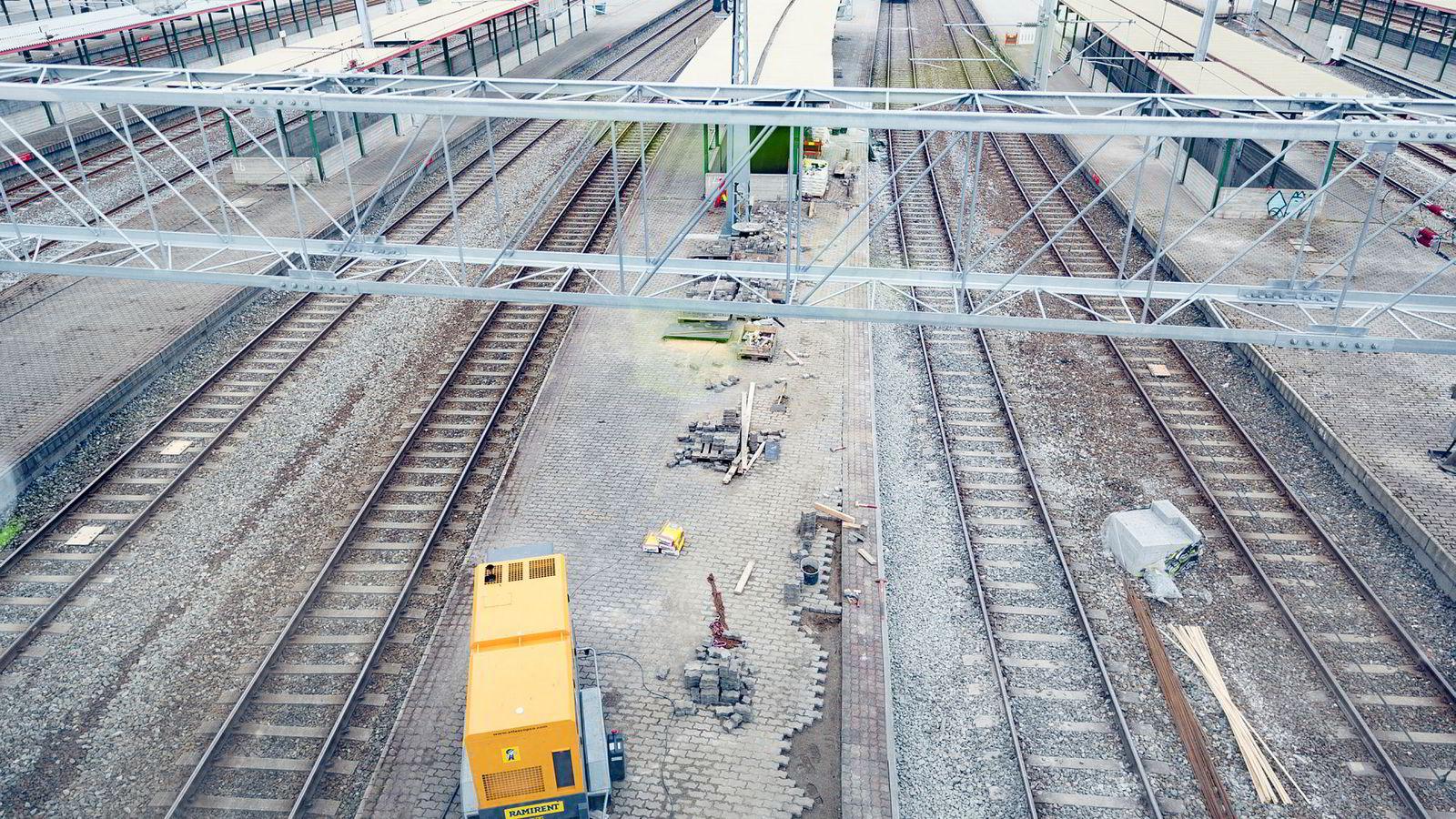 Styreprotokoller fra Bane Nor viser at to av Intercity-strekningene som bygges ut kommer til å gå over budsjett med minst en milliard kroner.