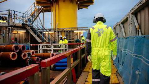 Arkivbilde. Arbeidere på Oseberg A-plattformen i Nordsjøen. Foto: Kristian Helgesen/