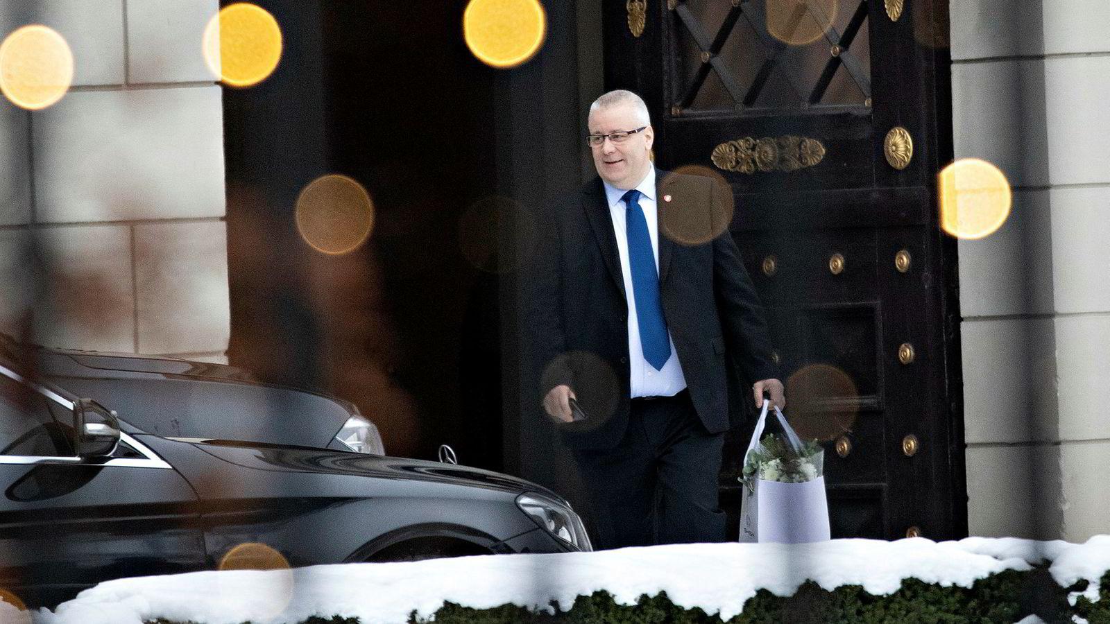 Bård Hoksrud mener det ikke er aktuelt for Frp å forby salg av nye bensin- og dieselbiler fra 2025. Dette er et forslag som regjeringskollegaene i Høyre skal stemme over på helgens landsmøte.