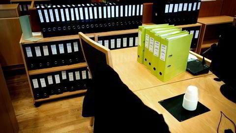 Det er ikke effektivt at dommerne skal sitte med en haug av dokumenter som de må gjennomsøke manuelt når de skriver dom, skriver artikkelforfatteren. Foto: Gunnar Lier