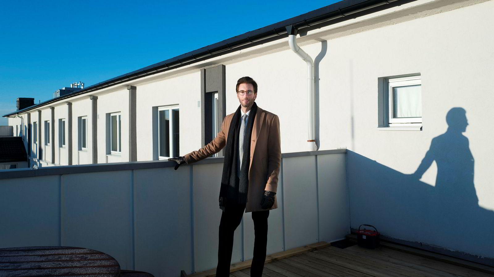 Eiendomsmegler Konstantin Karlsson i Nordvik bolig har solgt rundt 20 små leiligheter i borettslaget i Stavangergata på Bjølsen i år. Han er ikke bekymret for at høye kvadratmeterpriser skal skremme bort kjøpere når det går tregere i boligmarkedet.