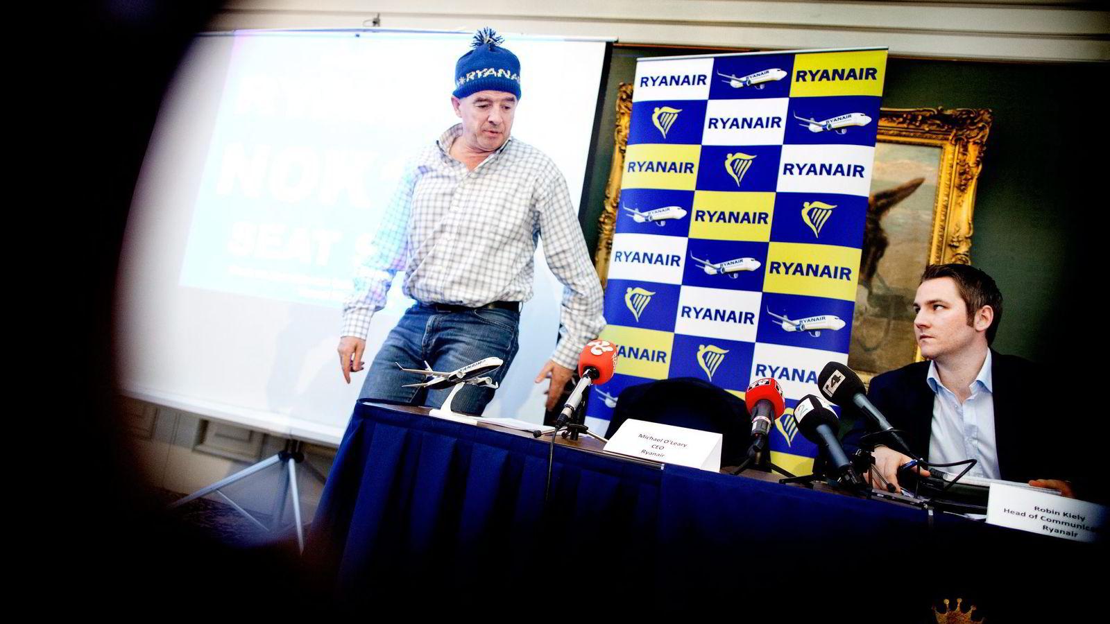 Ryanair-sjef Michael O'Leary (t.v.), her med kommunikasjonssjef Robin Kiely. Foto: Ida von Hanno Bast