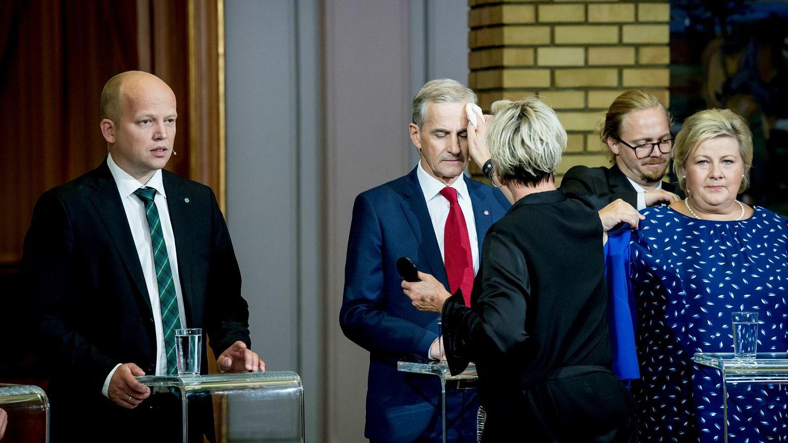 Nederlaget kan ikke sminkes vekk, men Ap-leder Jonas Gahr Støre har utsikt til makt i 2021. Her er han før partilederdebatten natt til tirsdag mellom Sp-leder Trygve Slagsvold Vedum og statsminister Erna Solberg.