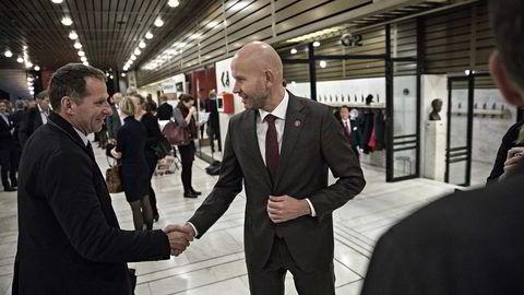 Statsråd Tord Lien (til høyre) møtte blant annet oljekonsulent Jarand Rystad på DNs energikonferanse i Oslo Konserthus tirsdag. Lien åpnet med å angripe LOs motstand mot private kraftkabler til utlandet. Foto: Aleksander Nordahl