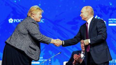 Statsminister Erna Solberg og Russlands president Vladimir Putin på Arctic Forum i St. Petersburg tirsdag.