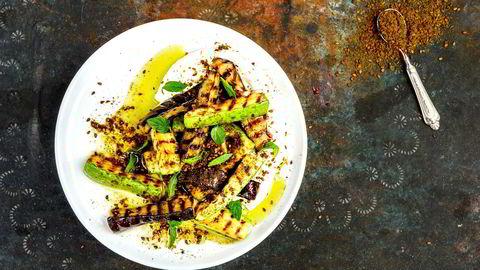 Samspill. Der labneh tilfører en fyldig kontrast til grønnsakene, gir krydderblandingen za'atar en eksotisk touch.
