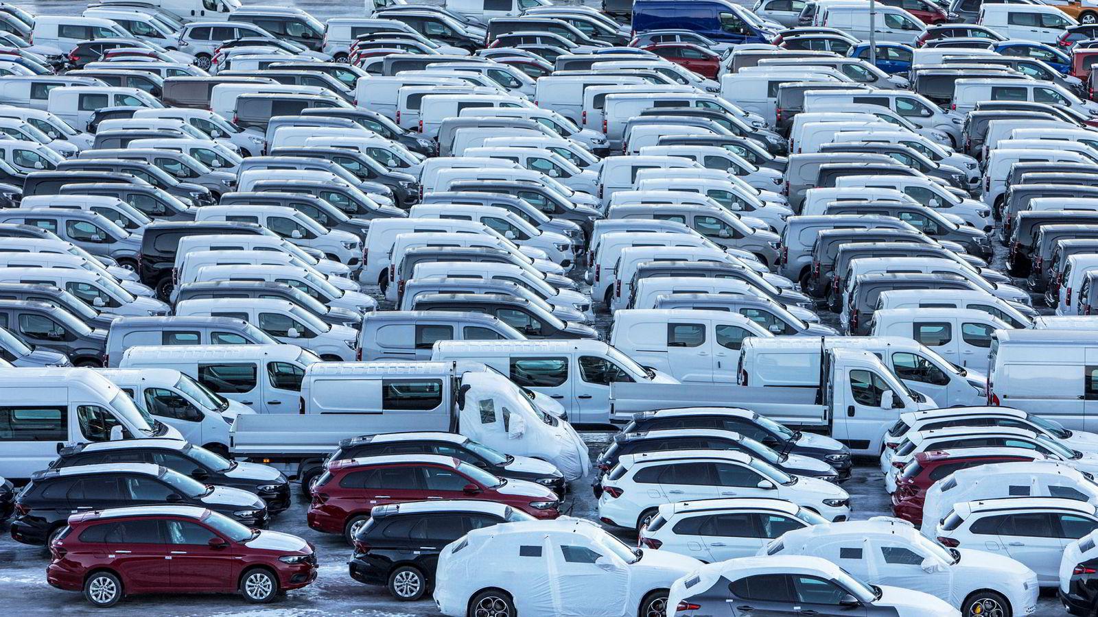 Antallet registrerte elbiler i mars gir en elbilhandel på 57 prosent, viser tall fra Statens vegvesen. Her elbiler i Drammen havn, som er Norges største bilhavn.