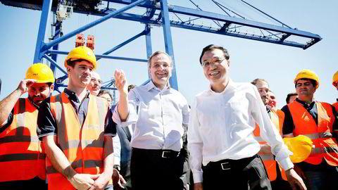 SILKEVEIEN. Den kinesiske statsministeren Li Keqiang vil gi penger til infrastruktur i Asia. Her er han i havnebyen Pireus i Hellas sammen med sin greske motpart, Antonis Samaras. Foto: Petros Giannakouris, Reuters/NTB Scanpix