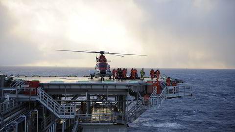 Helikopter lander på Snorre A. Foto: