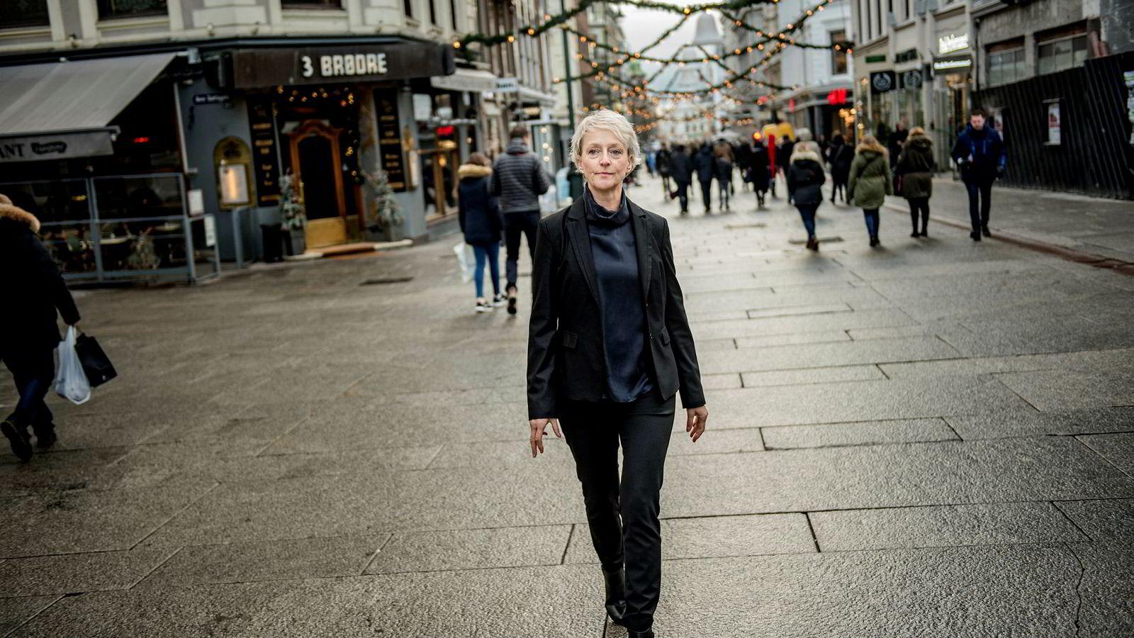 Direktør i Forbrukertilsynet, Elisabeth Lier Haugseth, mener terskelen skal være lav før store selskaper tar kontakt med dem ved tvil når de bruker influensere.