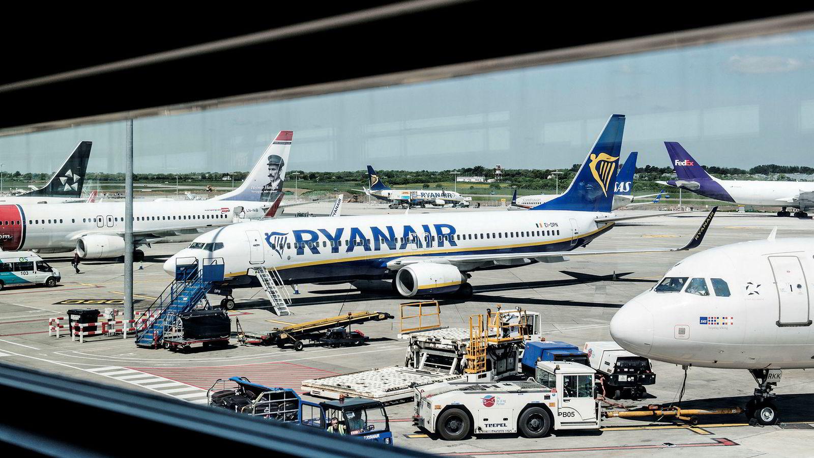 Ryanair-fly på flyplassen i Dublin. Piloter varsler nå streik.