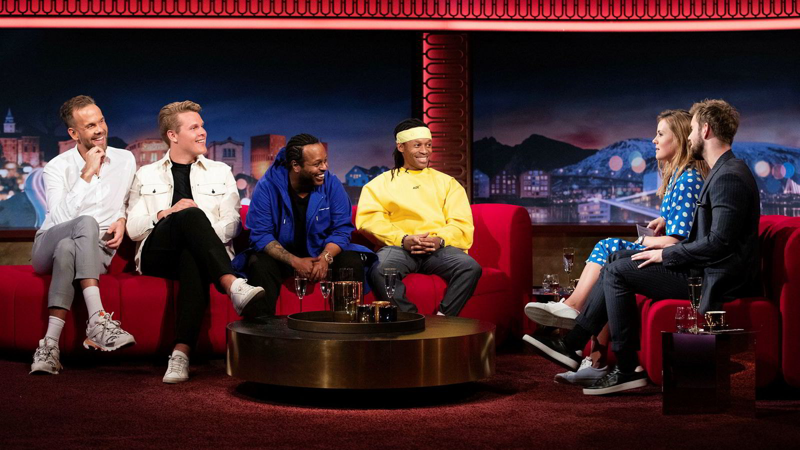 Morten Hegseth (fra venstre) og Vegard Harm er programledere i VGTV-programmet «Panelet», mens Yosef Wolde-Mariam og Tshawe Baqwa utgjør rapduoen Madcon.