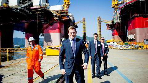 Høsten 2014 var Frederik W. Mohn (foran) på verftet i Busan i Sør-Korea for å ta imot en av Songa Offshores nye rigger. Nå snakker han om arbeidet med å redde selskapet og budkampen i fjor, som ga ham milliardgevinst.