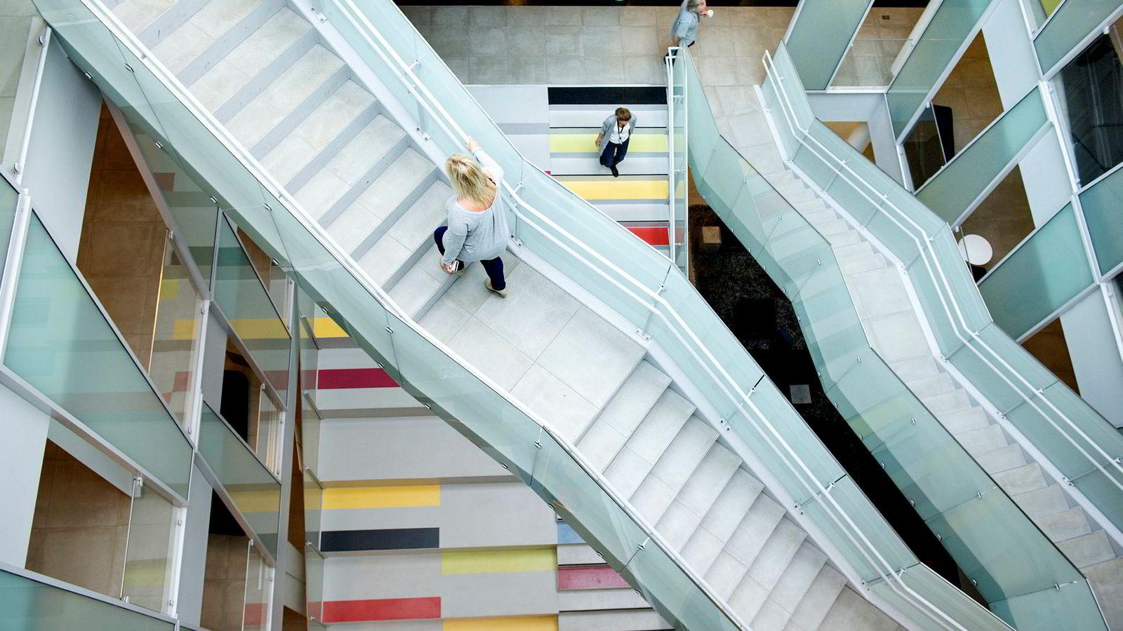 Arbeidsmiljølovens arbeidstidsbestemmelser gir rammer for arbeidstidens lengde og plassering. Rammene er romslige med gode muligheter for å avtale ordninger tilpasset de ulike virksomhetenes behov.