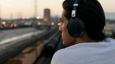 De beste støydempende hodetelefonene er dyre, men det finnes alternativer under 2000 kroner også. Foto: Sennheiser