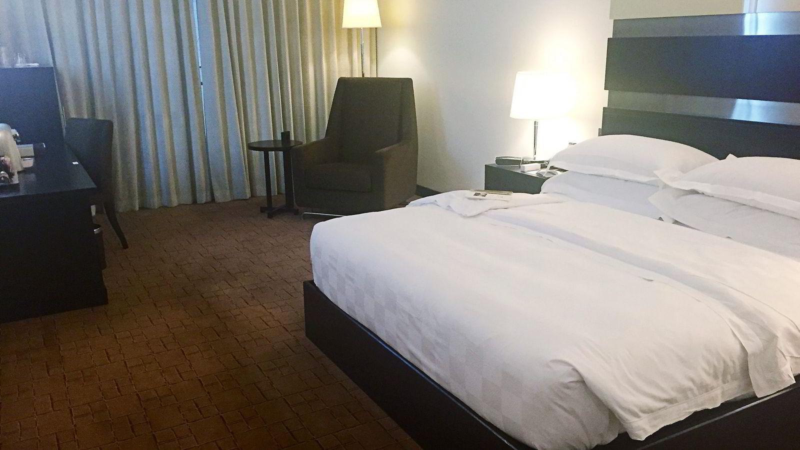 Dubai International Hotel gir deg en stille, behagelig natt mellom to flighter. Men det koster.                Det aller beste med rommet er at det er helt lydtett.