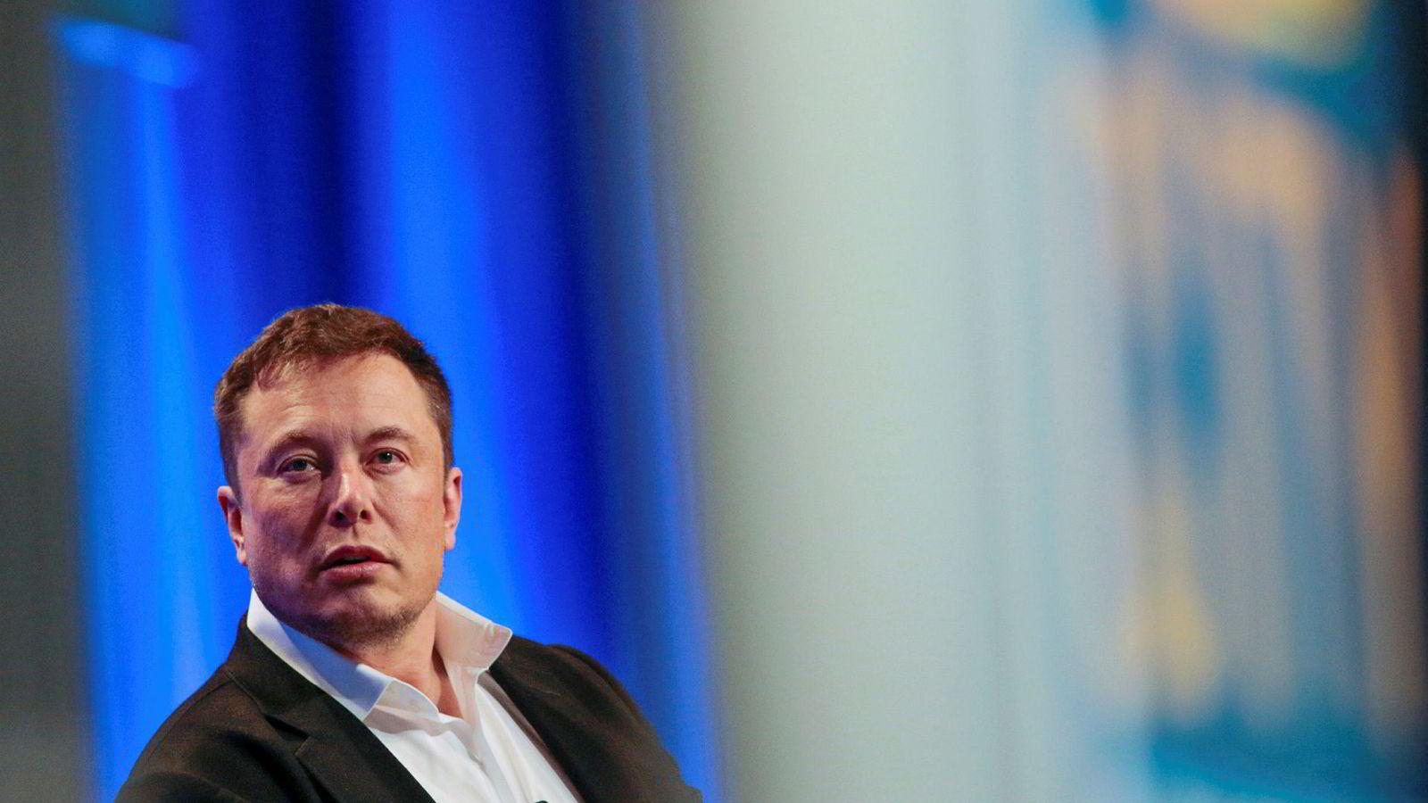Tesla-sjef Elon Musk erkjenner at selskapet var farlig nær døden i sommer.