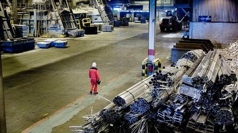 Vi har en svært velfungerende avtale med EU. Den regulerer vårt forhold til verdens største marked. Våre eksportbedrifter er sikret full adgang til 500 millioner konsumenter i EU-markedet. Denne kjensgjerningen bidrar hver dag til å styrke norske arbeidsplasser og utvikle norsk industri og næringsliv, skriver innleggsforfatteren. Her fra Hydros Aluminiumsannlegg på Karmøy.