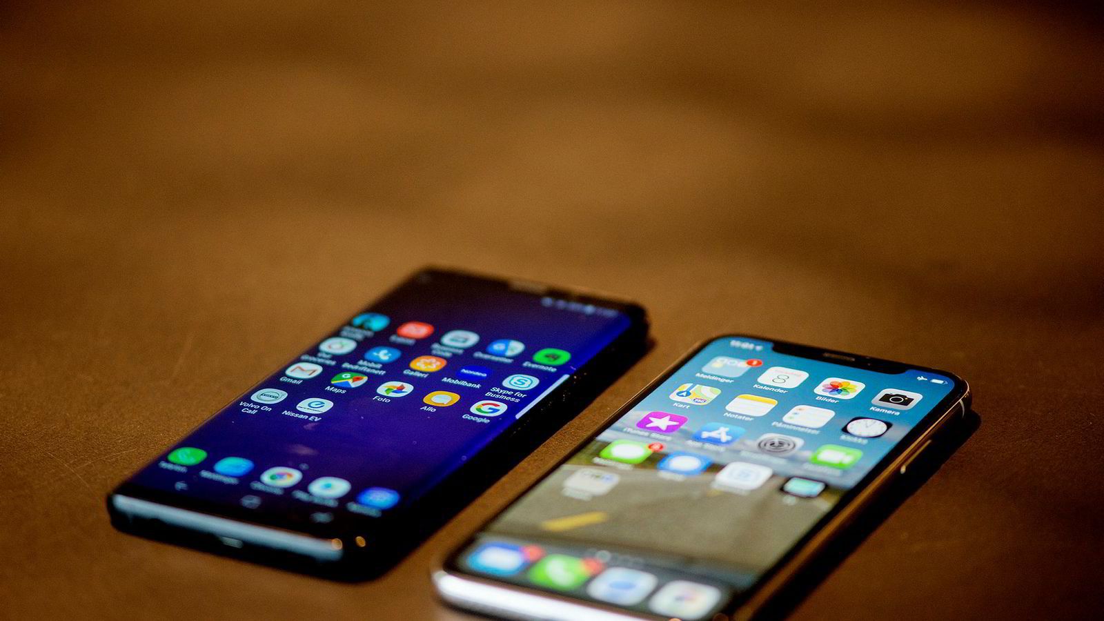 Salget av smarttelefoner falt på global basis ifjor.