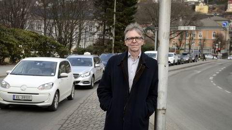 Leder for ITS Norge, Trond Hovland, mener vi må utnytte både veier og kjøretøy bedre for å senke køer og utslipp. Foto: