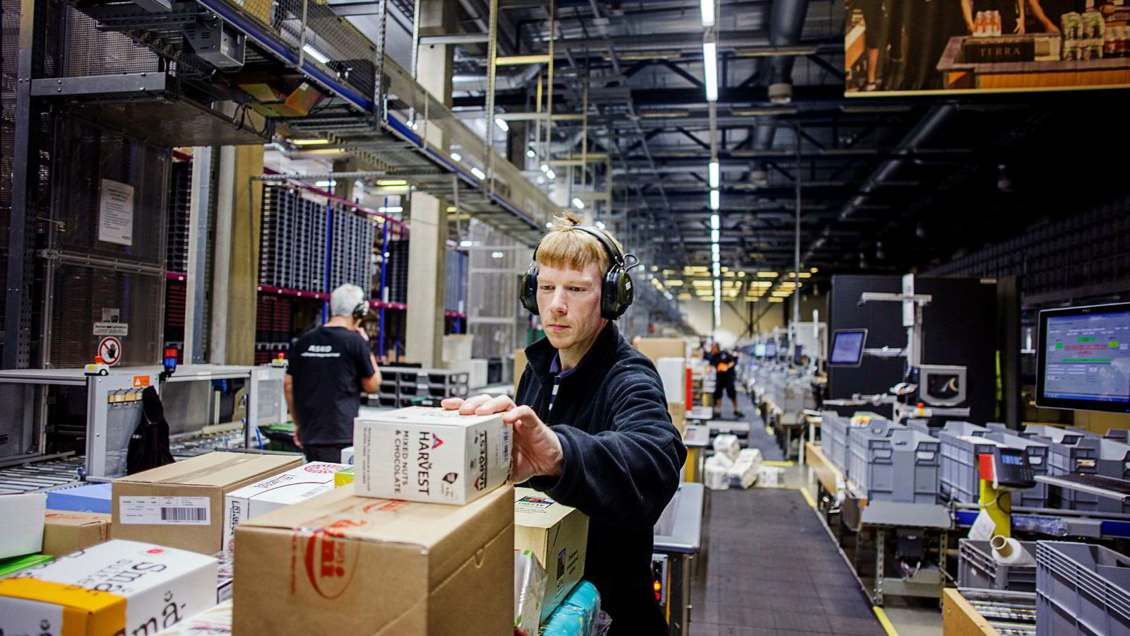 Ronny Gresdahl frykter foreløpig ikke å miste jobben sin på Asko, men vil vurdere karrierer i mer kvinnedominerte yrker dersom jobbsituasjonen skulle endre seg. Likestillingsombudet ønsker at flere skal tenke som dem.