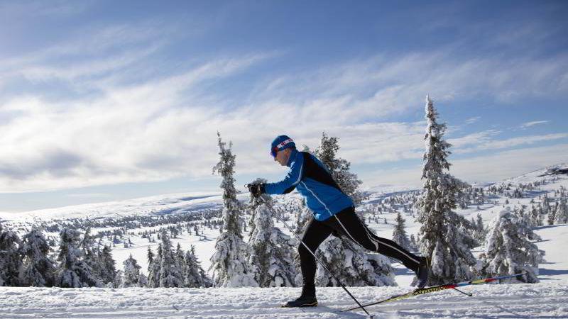 For et drøyt år siden ble Inge Tangen Odland diagnostisert med Parkinsons sykdom. Her er han på treningstur før han skal debutere i Birkebeinerrennet.