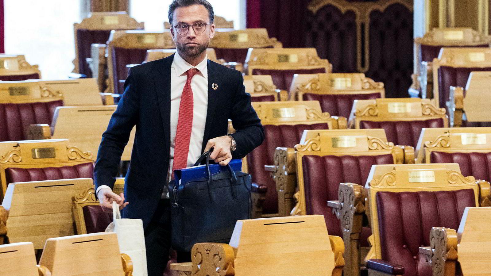 Digitaliseringsminister Nikolai Astrup skal drøfte Huaweis rolle i et fremtidig norsk 5G-nett.