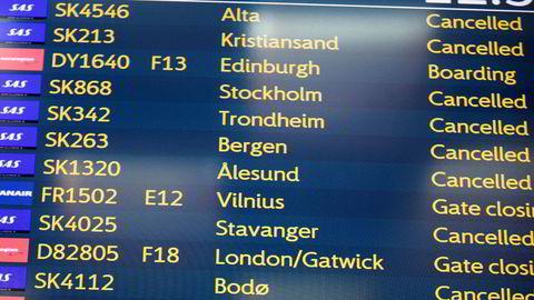 SAS-streiken fortsetter og søndag formiddag kommer oversikten over avlyste fly mandag.