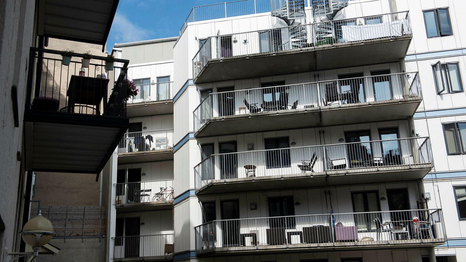 Dersom myndighetene over natten innførte full beskatning av boligeierne, ville betalingsevnen og prisene dermed synke med et beløp omtrent lik skatteskjerpelsen.