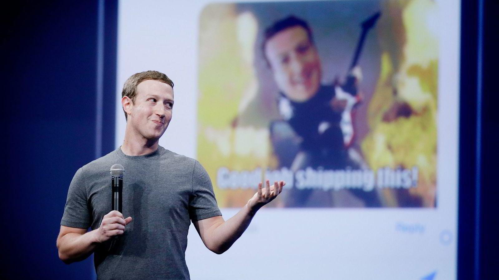 Mark Zuckerbergs Facebook er blitt stadig viktigere for norske mediehus. Denne uken kommer trolig deres nye mobilapp Notify, som igjen kan forandre hverdagen til norske nettaviser. Foto: Eric Risberg, AP/ NTB Scanpix