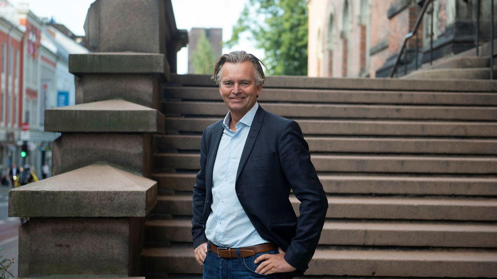 Magnar Øyhovden, administrerende direktør i SBanken, har satt i gang prispress i fondsbransjen.