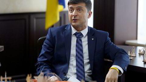 Komiker Volodymyr Zelenskij håper å ta skrittet fra fiksjon til virkelighetens verden og bli Ukrainas president – på ordentlig.