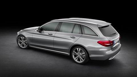 Mercedes C-klasse har blitt større, og tar opp konkurransen om å være det beste bilkjøpet i den prestisjefulle mellomklassen. Foto: