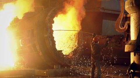 En arbeider i kinesisk stålfabrikk i Anhui-provinsen. Foto: REUTERS/Stringer/NTB Scanpix